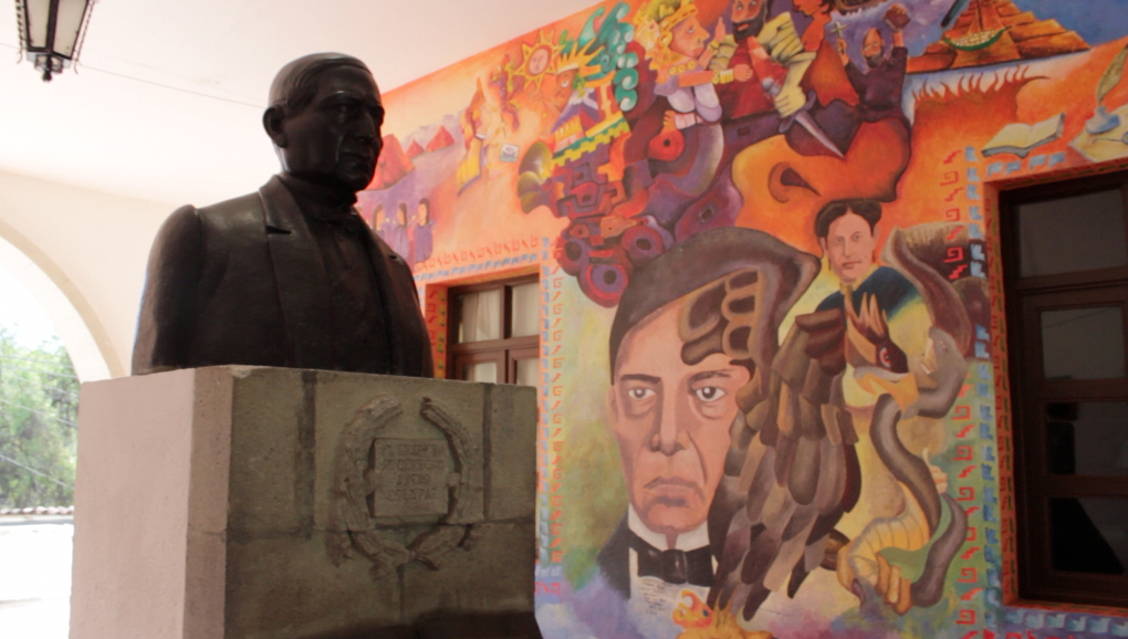 Inter weaving people and the land choba choba and for Benito juarez mural