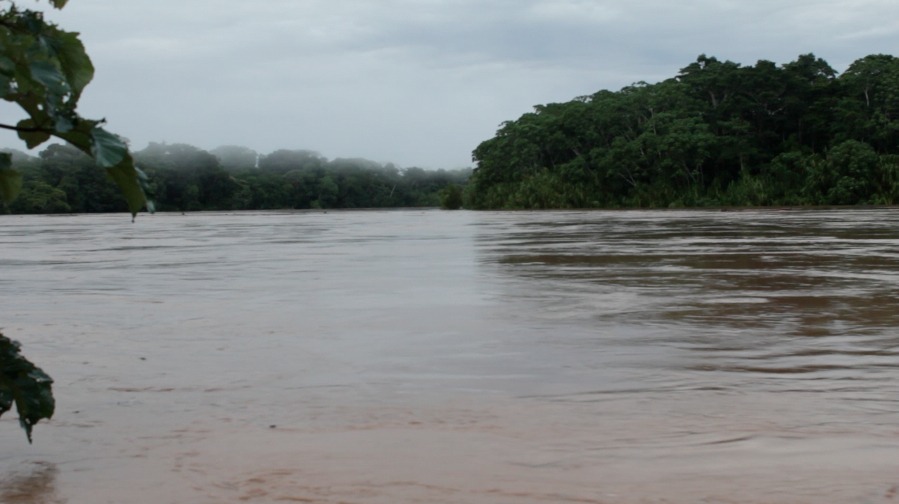 Peru - boat jourey back on the swollen river after ains