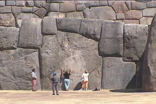 Photo demonstrating the size of some of the largest stones and their perfect fit - from http://www.ancient-mysteries-explained.com/ancient-inca-vestiges.html