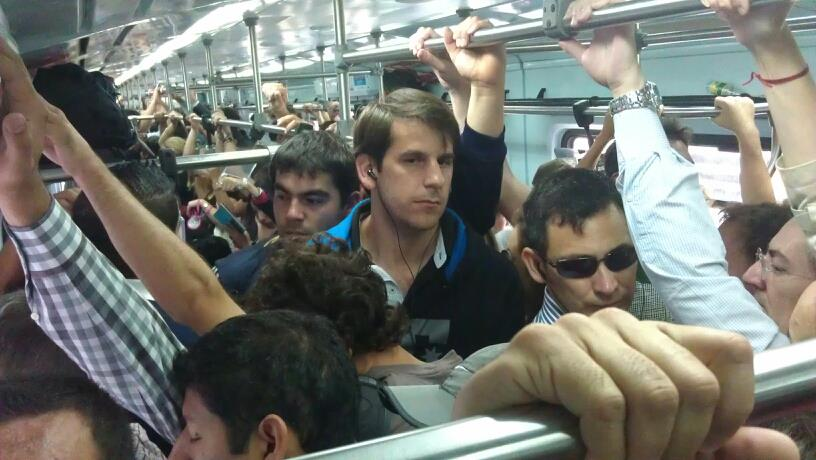 Travelling on the train in Buenos Aires. Picture taken by a passenger. Contribution to the train group; evidence presented to the State.