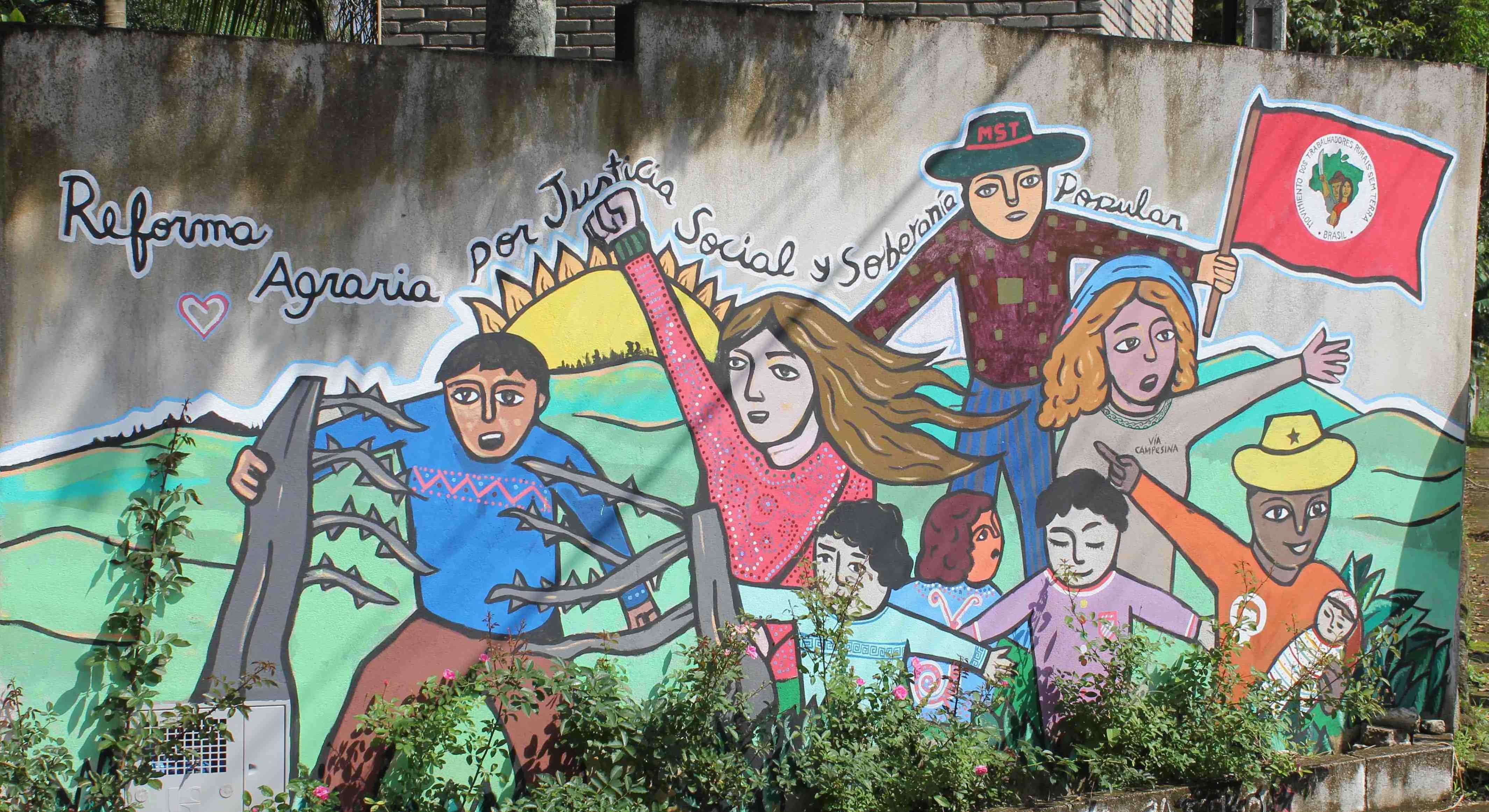 Escola Nacional Florestan Fernandes, São Paulo, MST, outer wall mural. photo by Udi