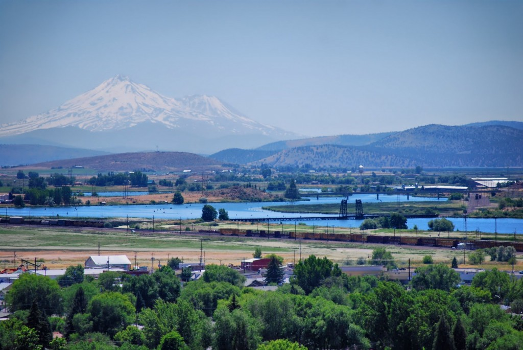 Photo from - http://gr8ful.blogspot.com/2010_07_01_archive.html Taken from the center of Klamath Falls, Oregon, showing Mount Shasta in the background (Mt. Shasta is 60 miles to the south).