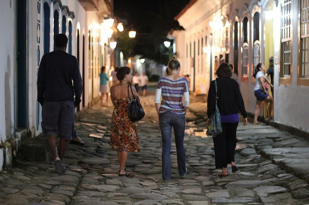From left - Edgard, Marina, Kelly and Adrienne - walking in the streets of Paraty at night, photo by Udi